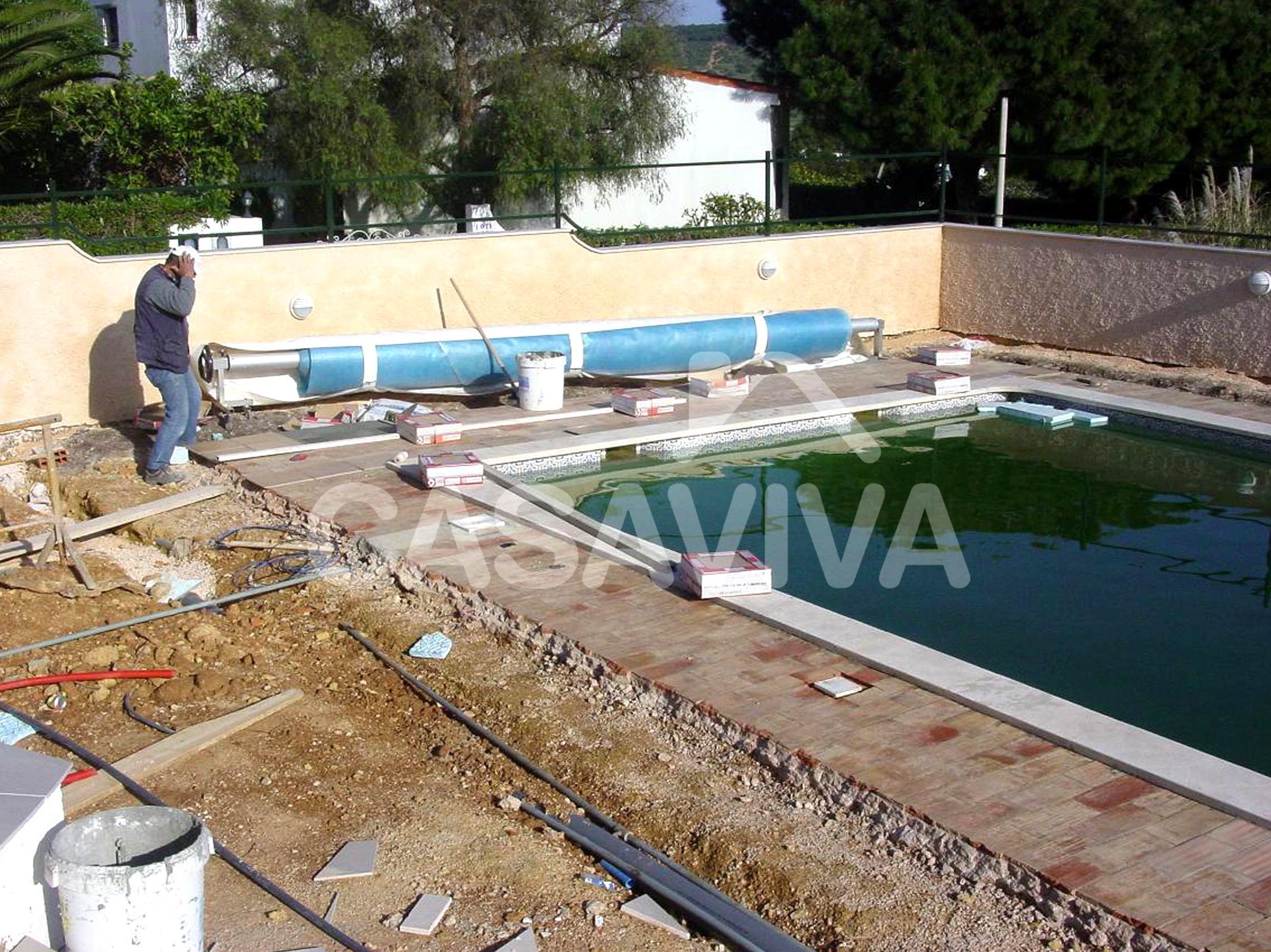 Empresa de reformas integrales en madrid revestimiento for Pavimentos para piscinas exteriores